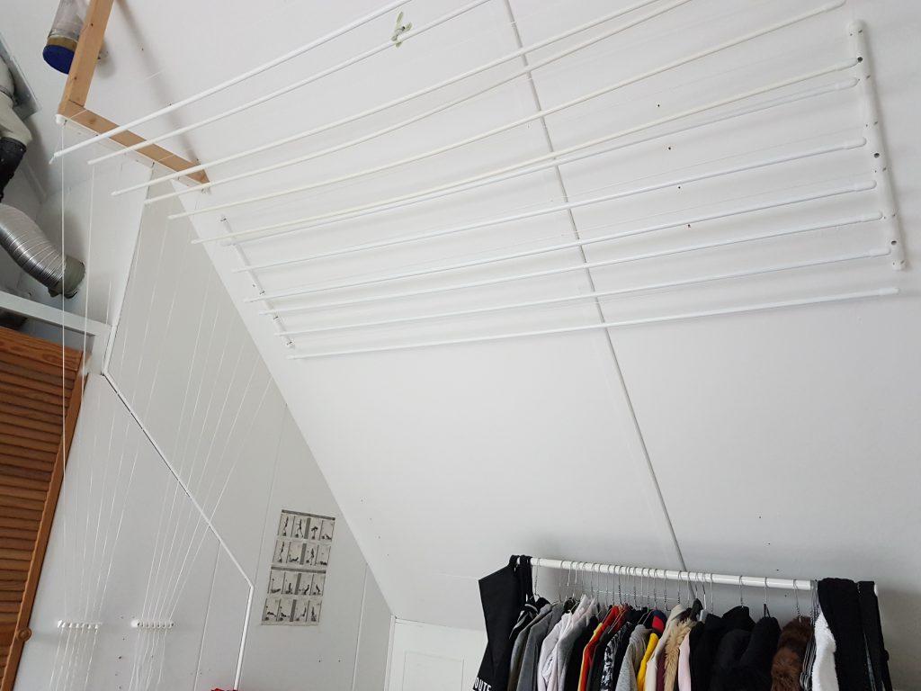 plafonddroogrek op zolder schuin plafond