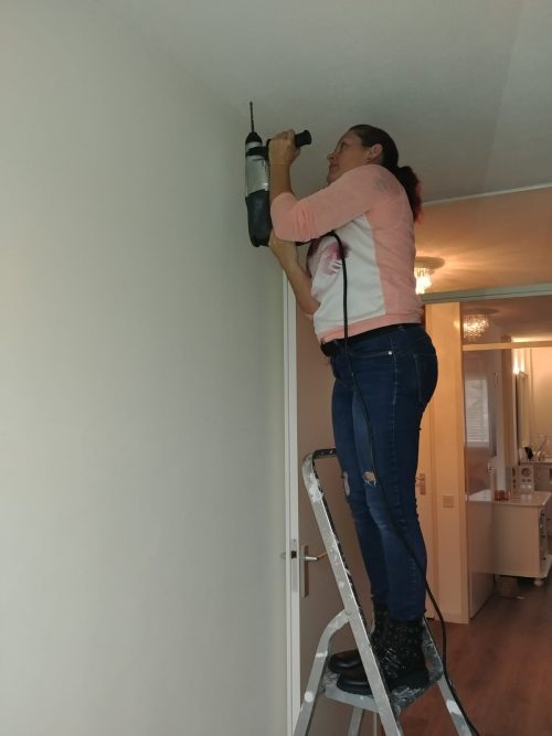 montaren van een plafonddroogrek